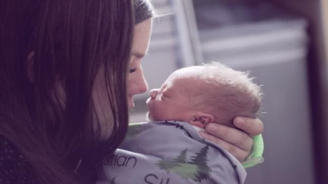 تفسير حلم الولادة في المنام لابن سيرين