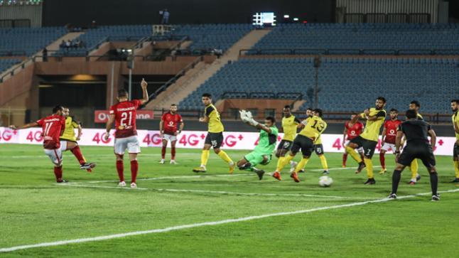 الأهلي يستعيد صدارة الدوري بعد فوزه على دجلة بثلاثية نظيفة