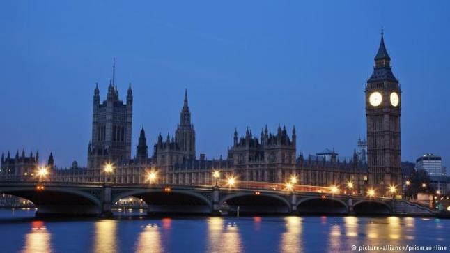 تقارير عن استغلال رئيس الحكومة البريطانية لنتائج الانتخابات في انتزاع اتفاق تجاري مع أوروبا